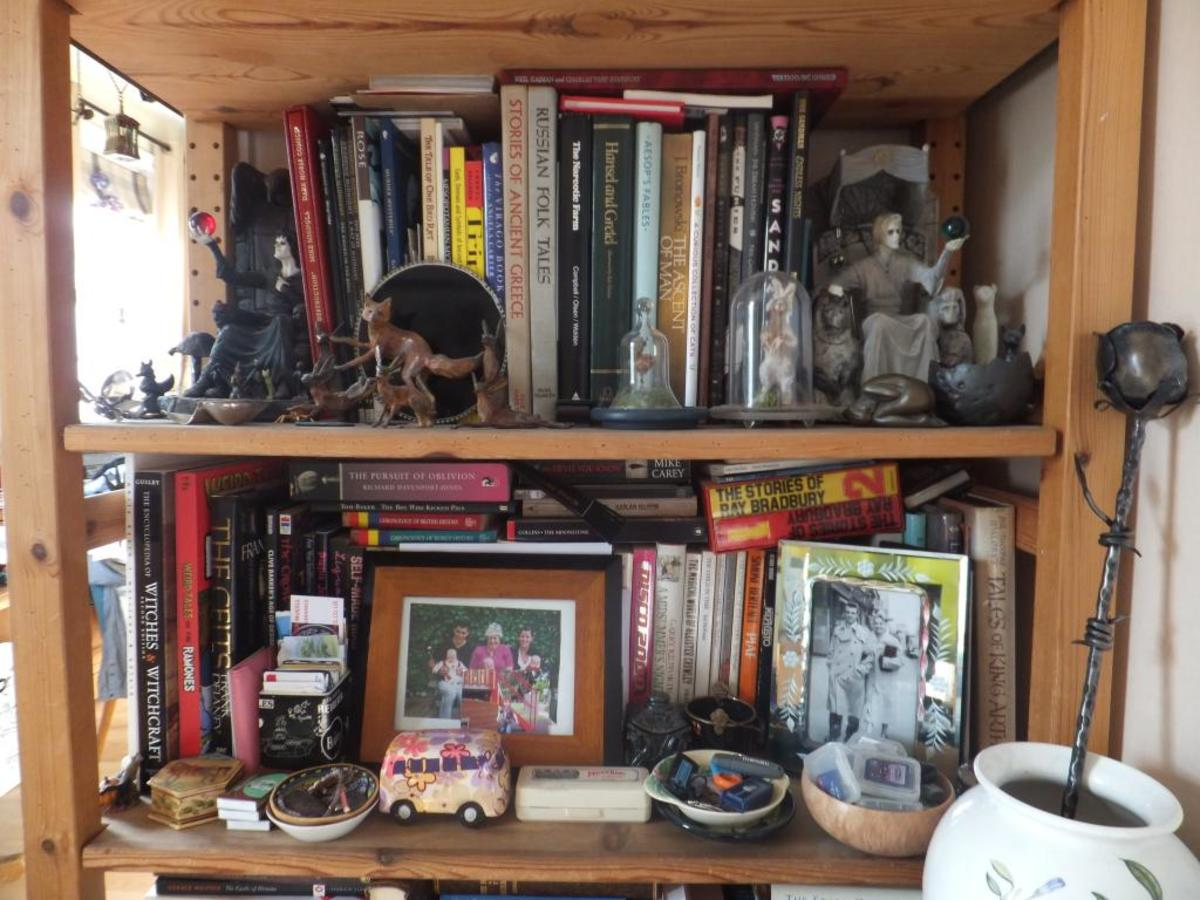 Clutter can create unpleasant energy and make us feel disorgansied and overwhelmed.