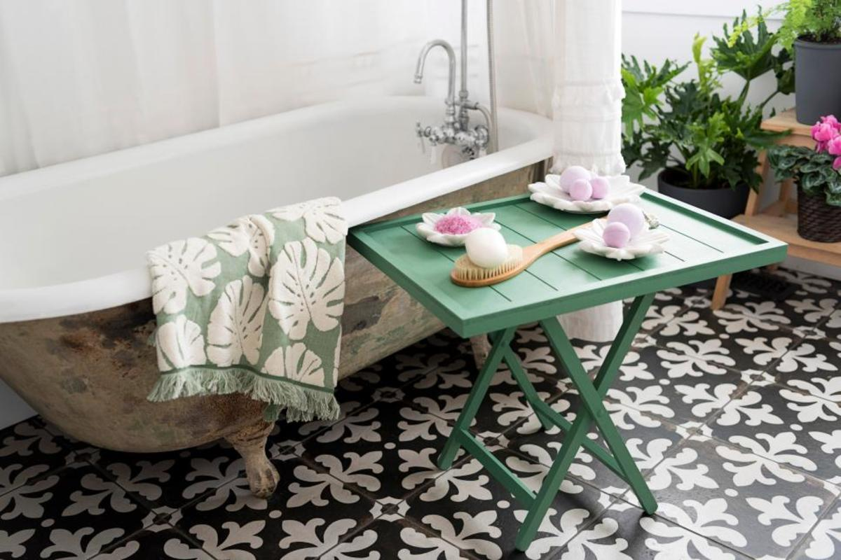 With standalone bathtub being all the rage lately, a small wooden tray is a great way to change up the ambiance of the bathroom.