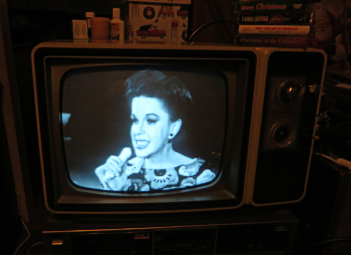 . The Best Of Judy Garland Movie CED Selectavision Video Disc, is what is playing on the television and player.