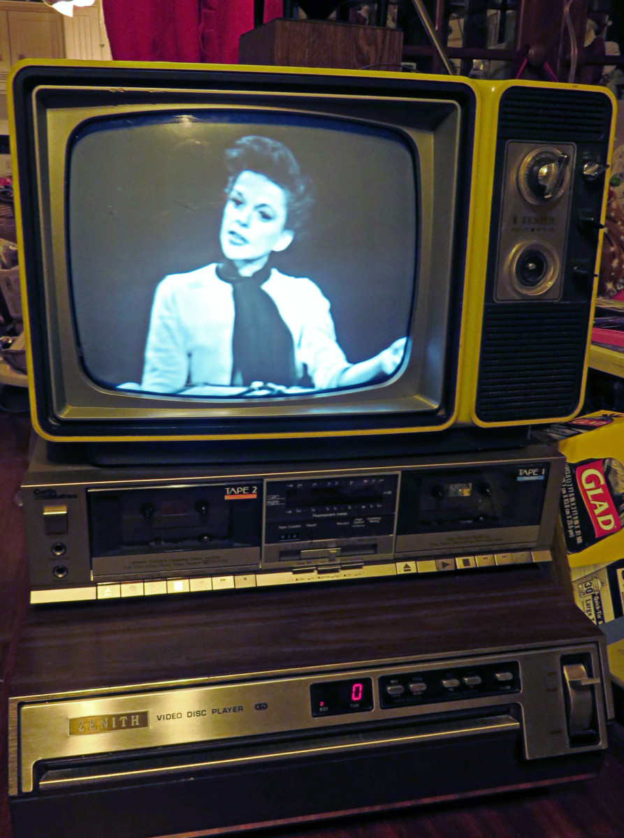 Zenith Black and White Television Model K121F with the Chassis 9JB1X, Testing a Selectavision Player ... Zenith Black and White Television Model K121F with the Chassis 9JB1X, Made 1977, Showing The Best Of Judy Garland Movie CED Selectavision Video D
