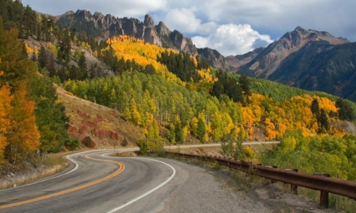 The San Juan Skyway passes through Telluride, Durango, and Silverton while traversing high-alpine passes and stunning mountain landscapes. It is known as one of the best scenic drives in the world.
