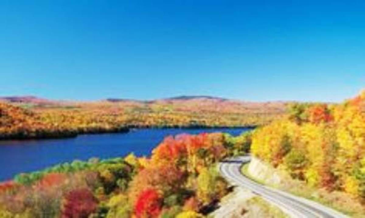 Byways that follows Routes and 17 and 4, wrapping around Rangeley Lake.