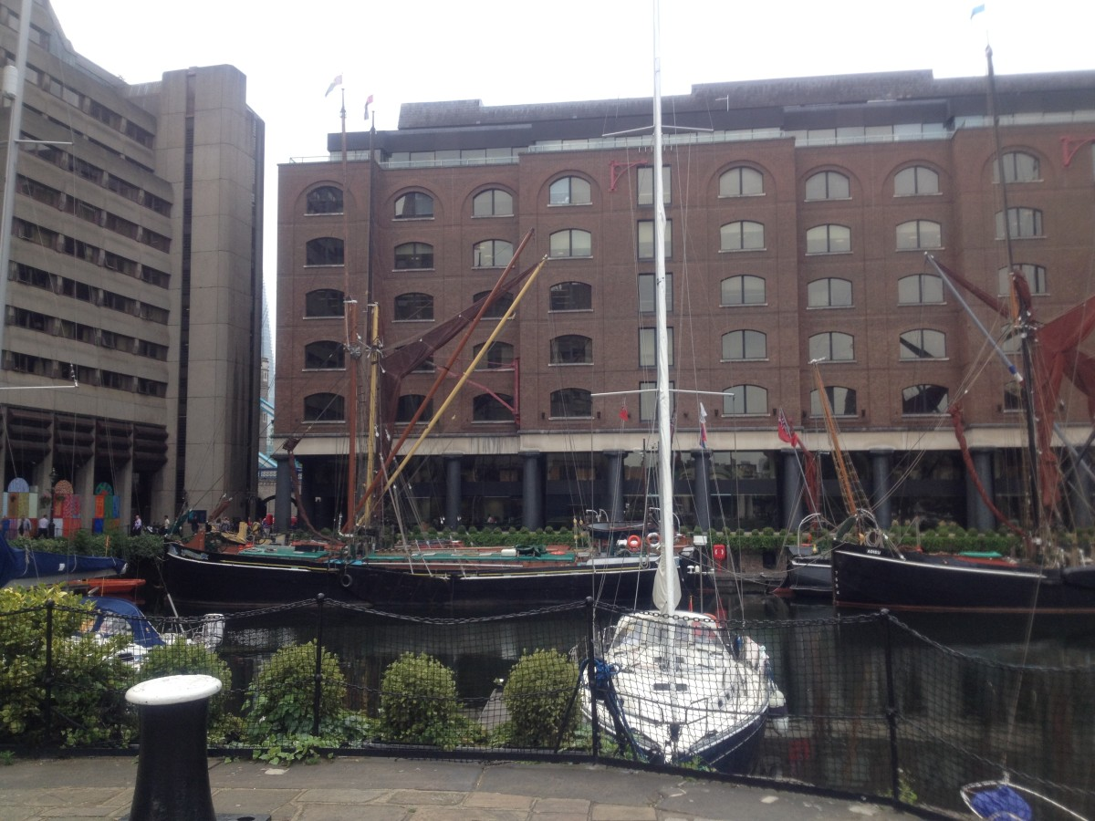 Sailing yachts and Dutch barges moor here.