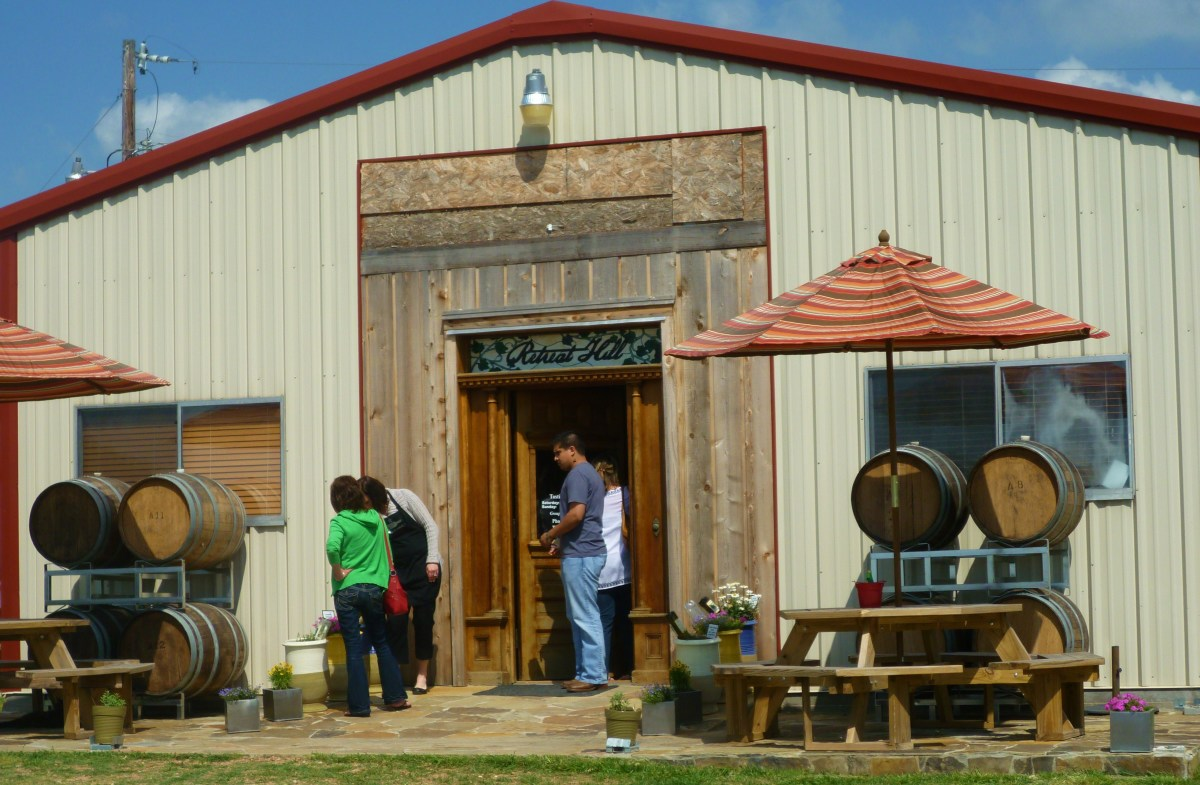 Retreat Hill Winery: Beautiful Texas Bluebonnet Wine Trail Countryside Photos