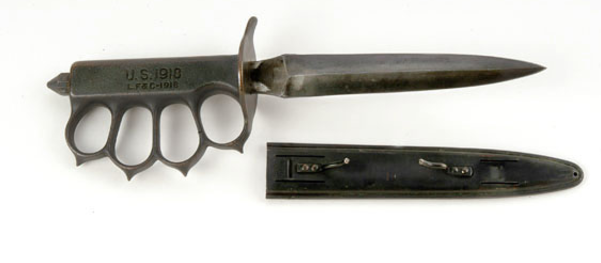 The recognizable Mark 1 knife.