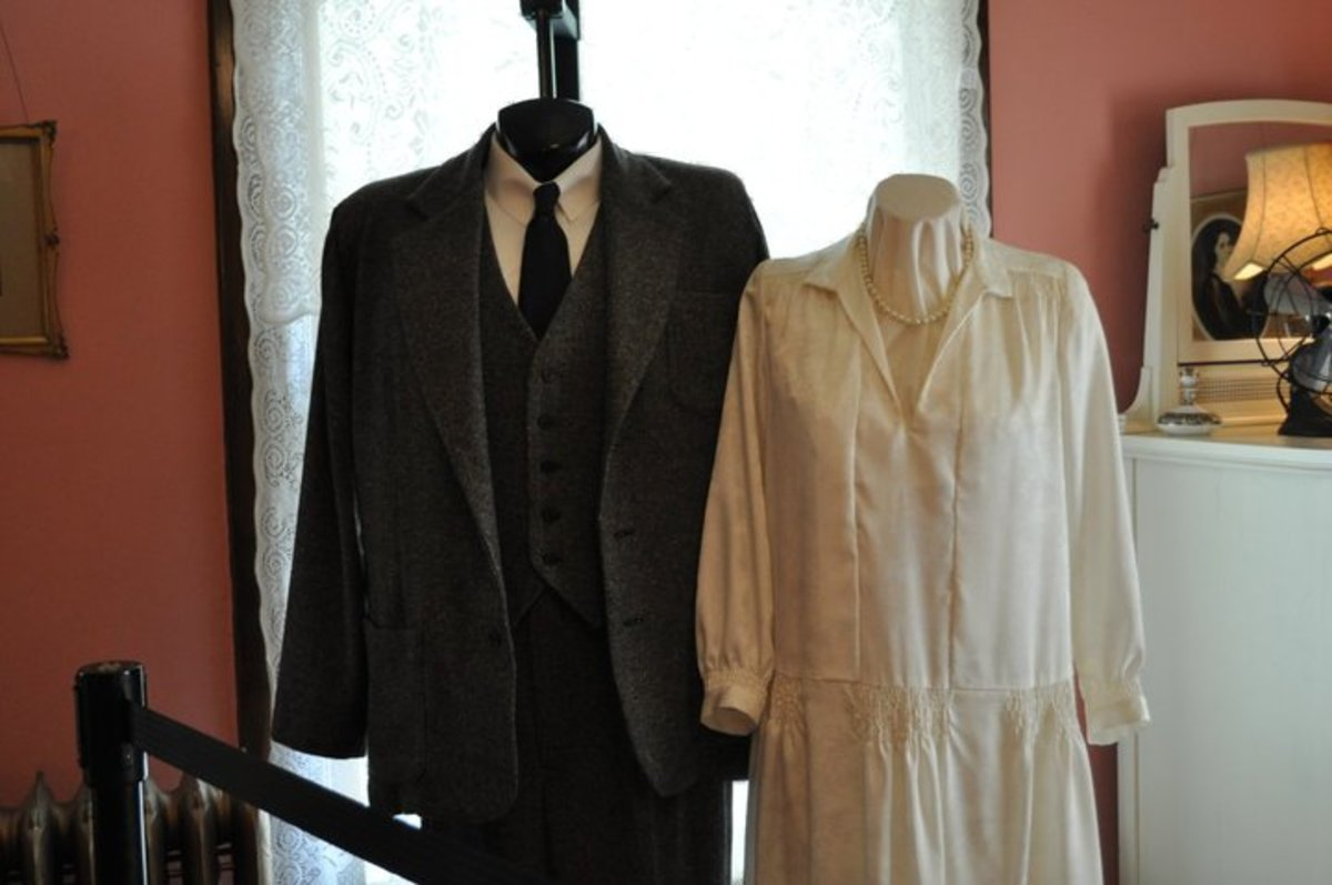 Replica of Ernest Hemingway and Pauline Pfieiffer's wedding clothing found in the Hemingway-Pfieffer Museum.