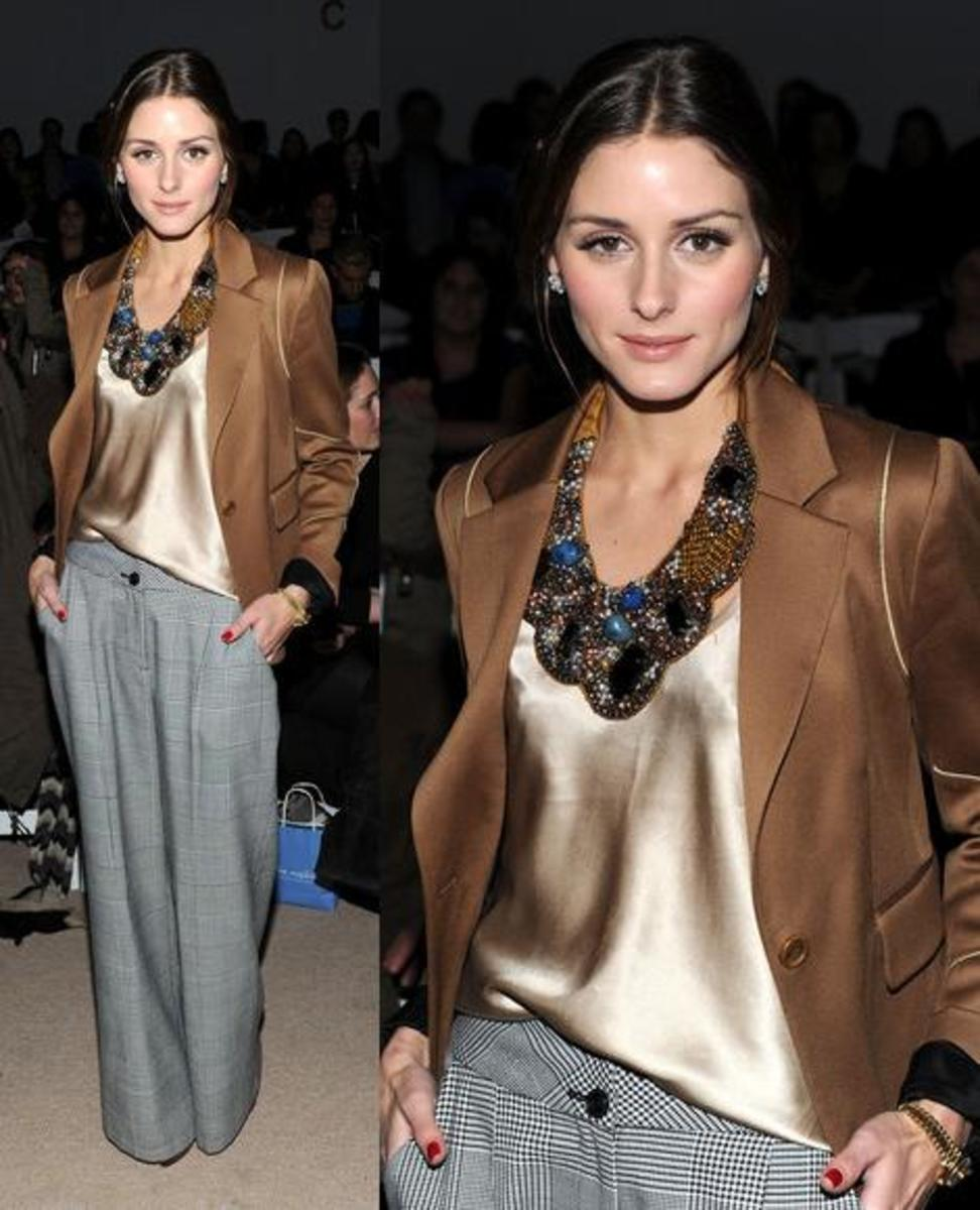 Olivia Palermo sporting a stylish bib necklace!
