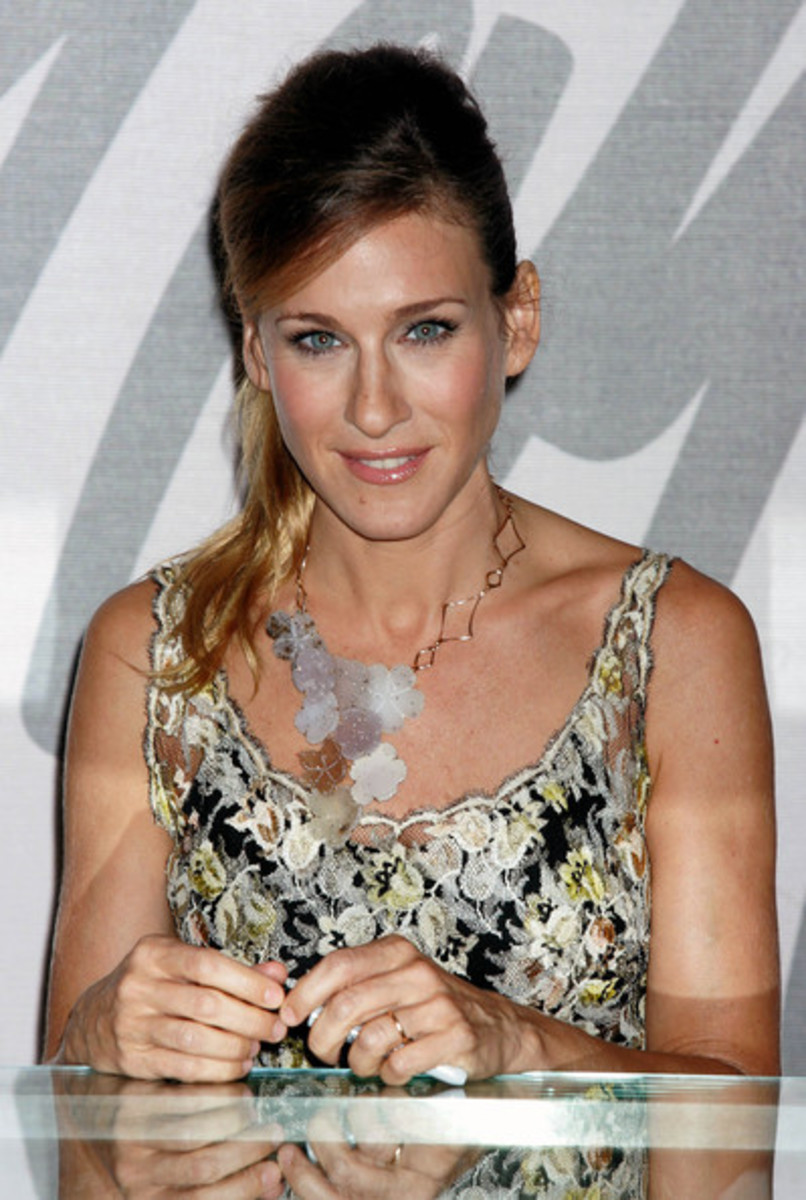 Sarah Jessica Parker opts for a feminine flower necklace to match her dress.