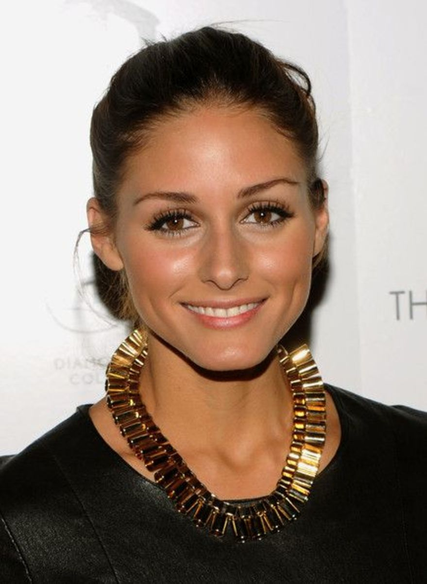 Olivia Palermo does not disappoint us with her unique collection of chunky necklaces