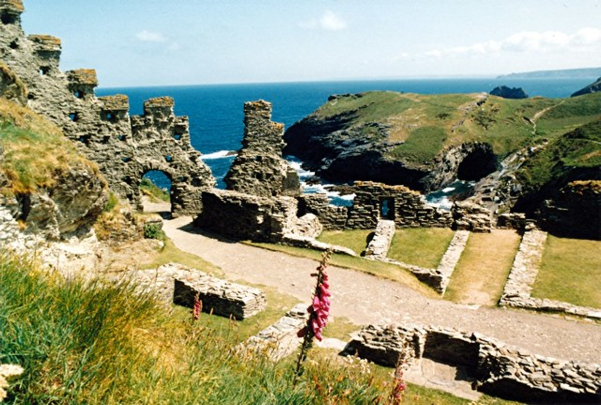 Castles of Cornwall: Tintagel Castle, the Legend of King Arthur.  Tintagel, Cornwall.      CC BY-SA 2.0
