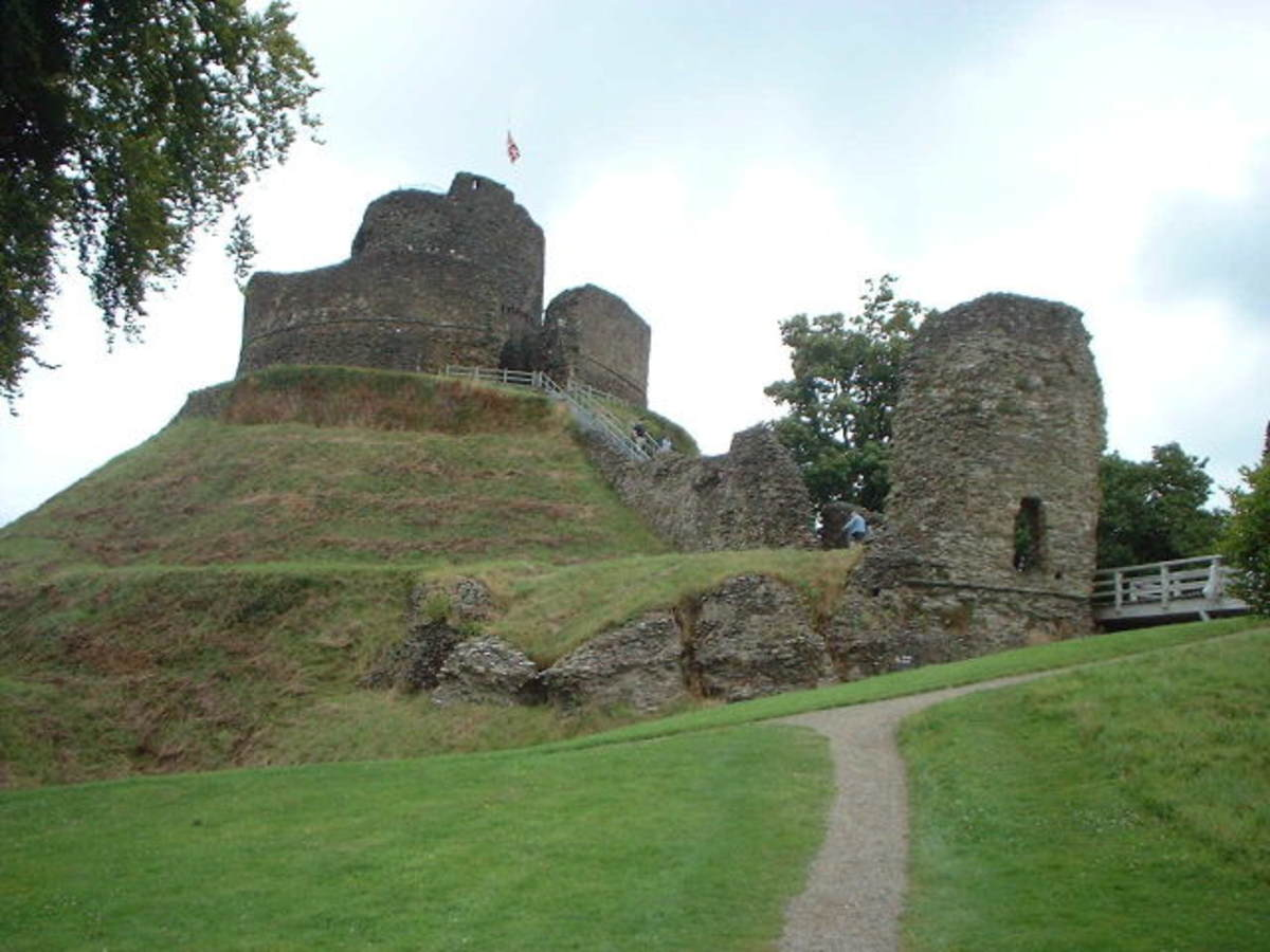 Csstles in Cornwall: Launceston Castle, Launceston, Cornwall.    CC BY-SA 2.0