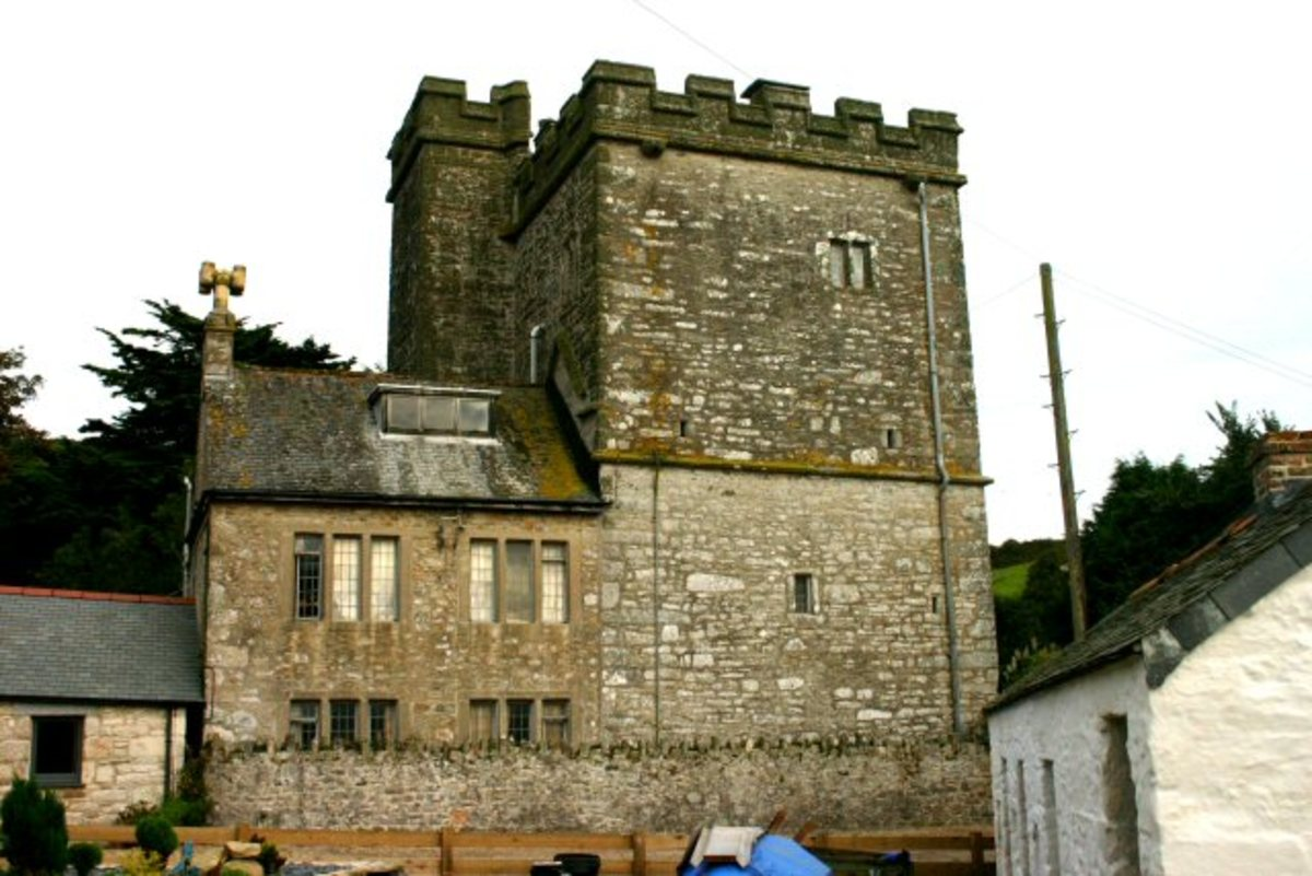 Castles in Cornwall: Pengersick Castle, probably the most haunted place in Cornwall.