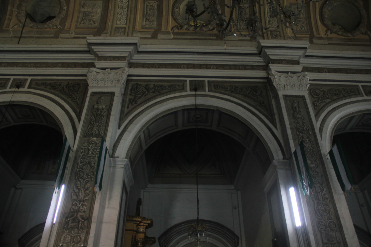 Arches supported by thick pillars inside San Agustin Church (Photo by the author)