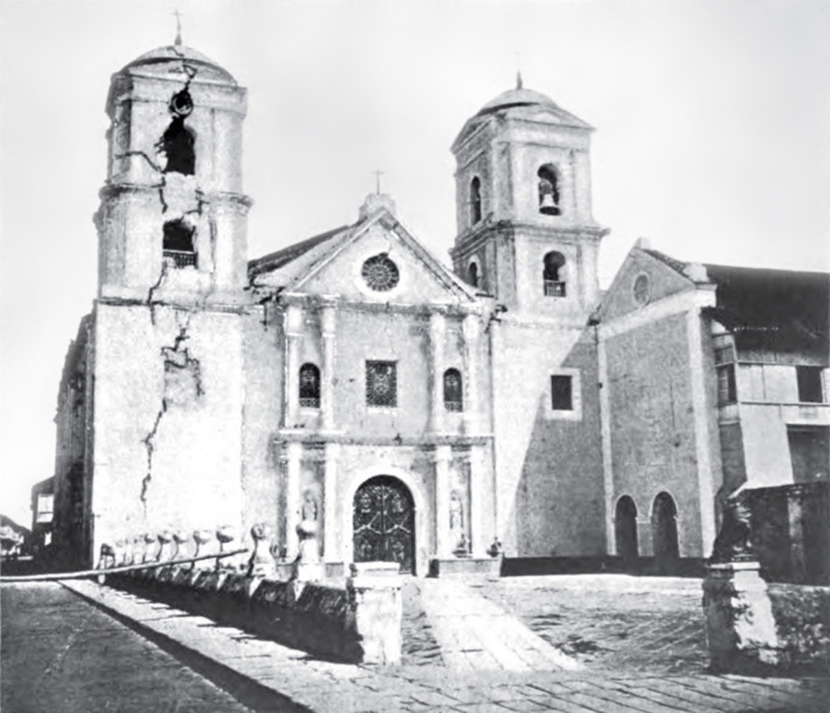 San Agustin Church after the destructive 1880 Luzon earthquake, note the large crack on the east bell tower (Photo credit: Wikimedia Commons)