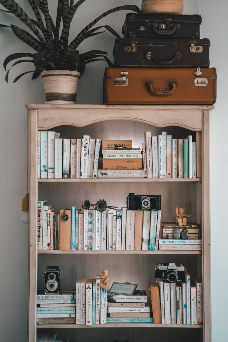 bookcase-for-your-bedroom