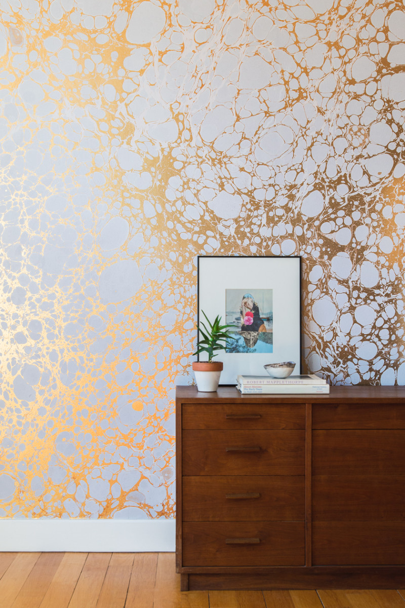 Making of Calico marbled gold and white wallpaper.