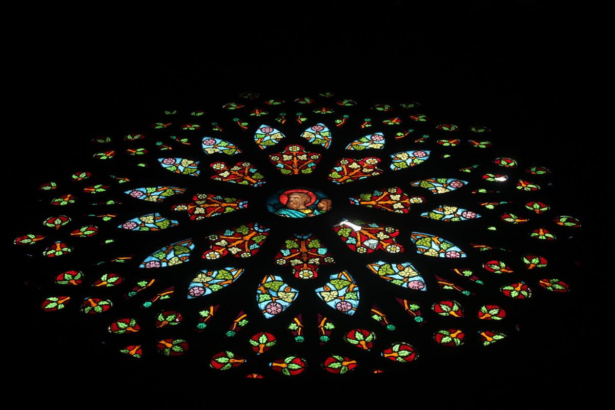 Rose window of San Sebastian Church (Photo by the author)