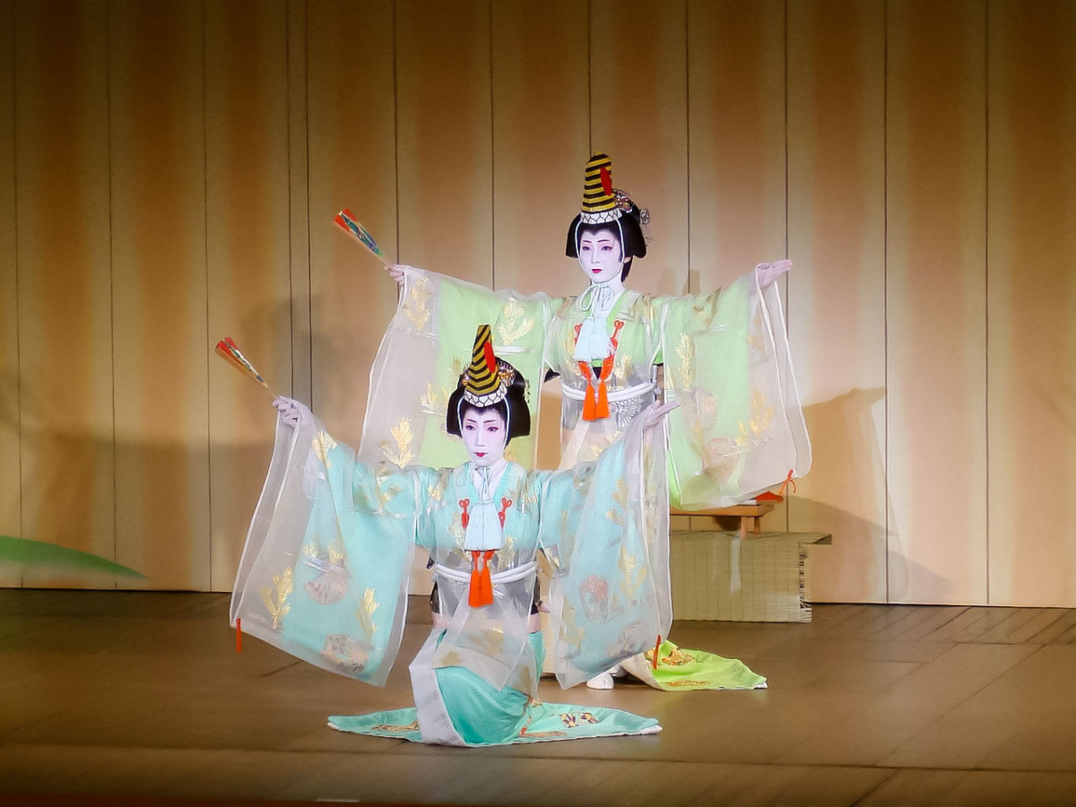 A classic Japanese dance performance.