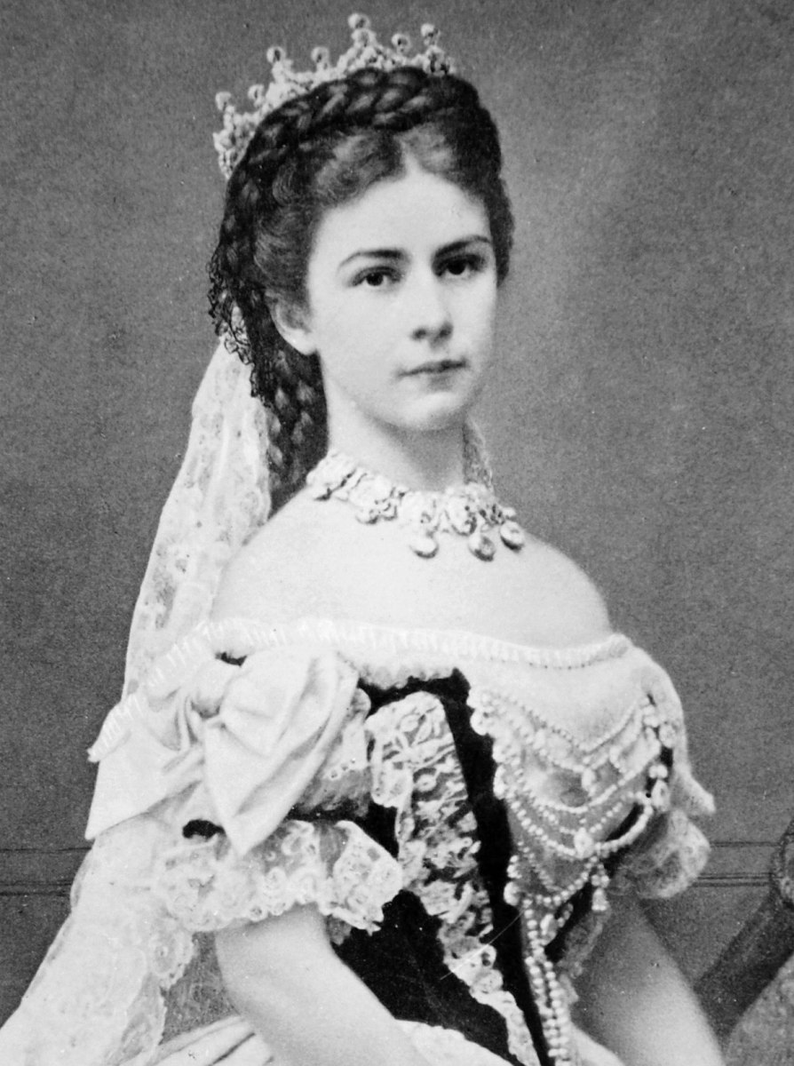 Empress Sisi was one of the most beautiful queens of her time and she maintained it by an excruciating beauty regimen.