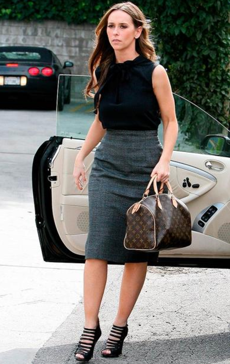 Jennifer Love Hewitt with her LV Speedy