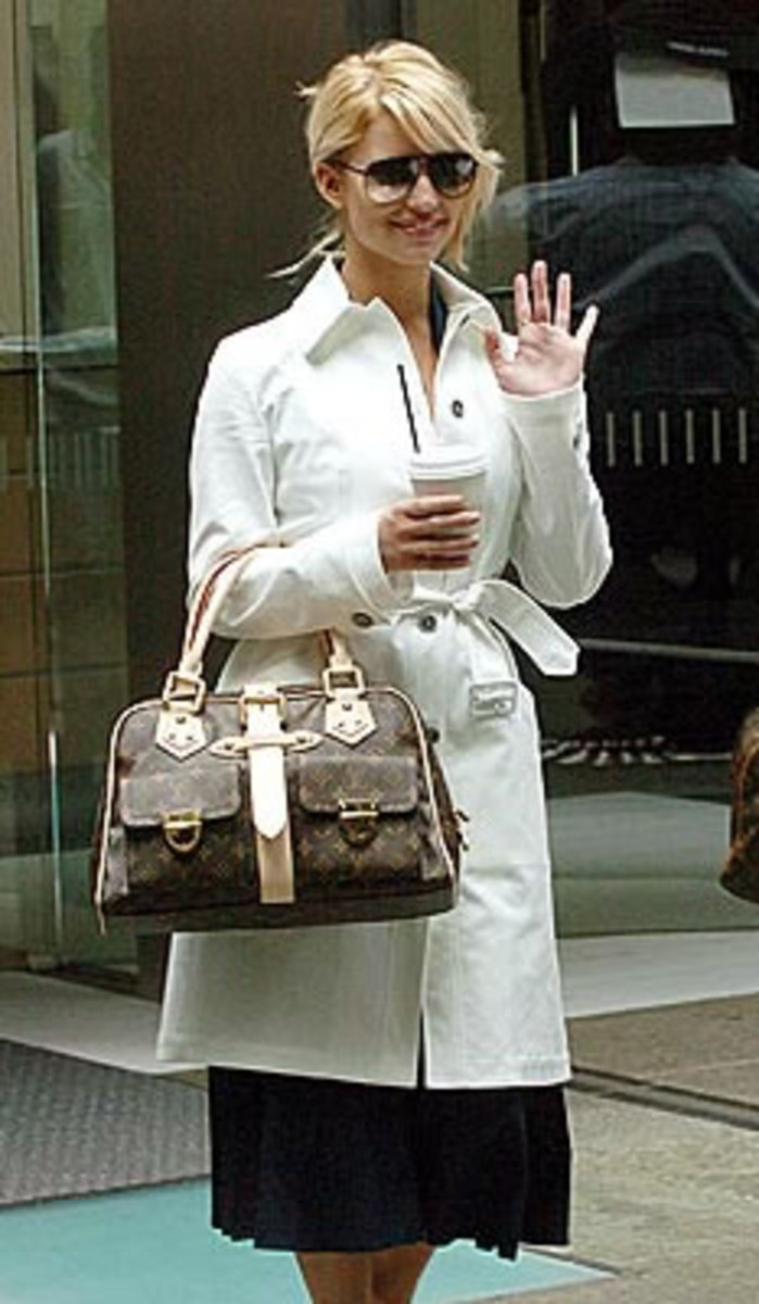 Jessica with the Louis Vuitton Manhattan GM