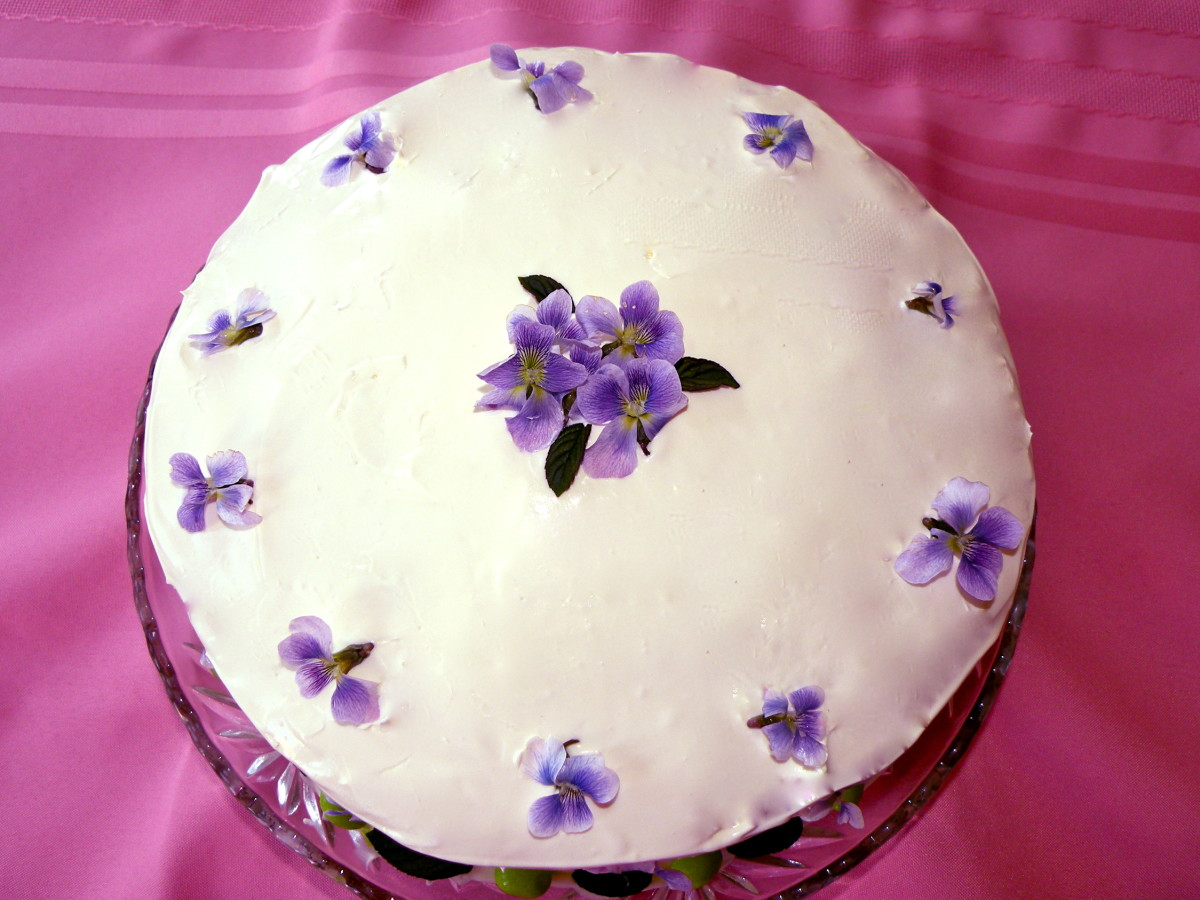 Fresh violets and mint leaves decorate this spring cake.