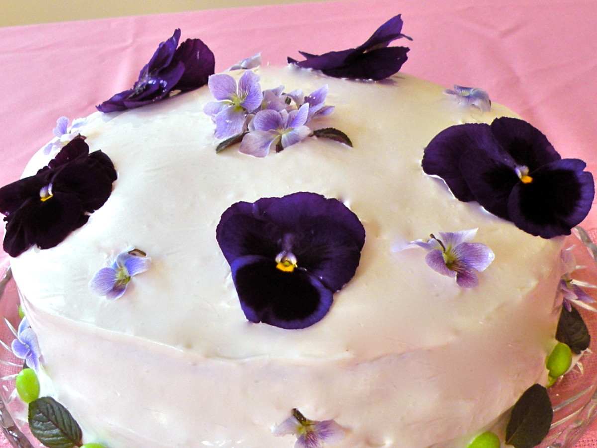 easter-cake-decorations-with-fresh-flowers