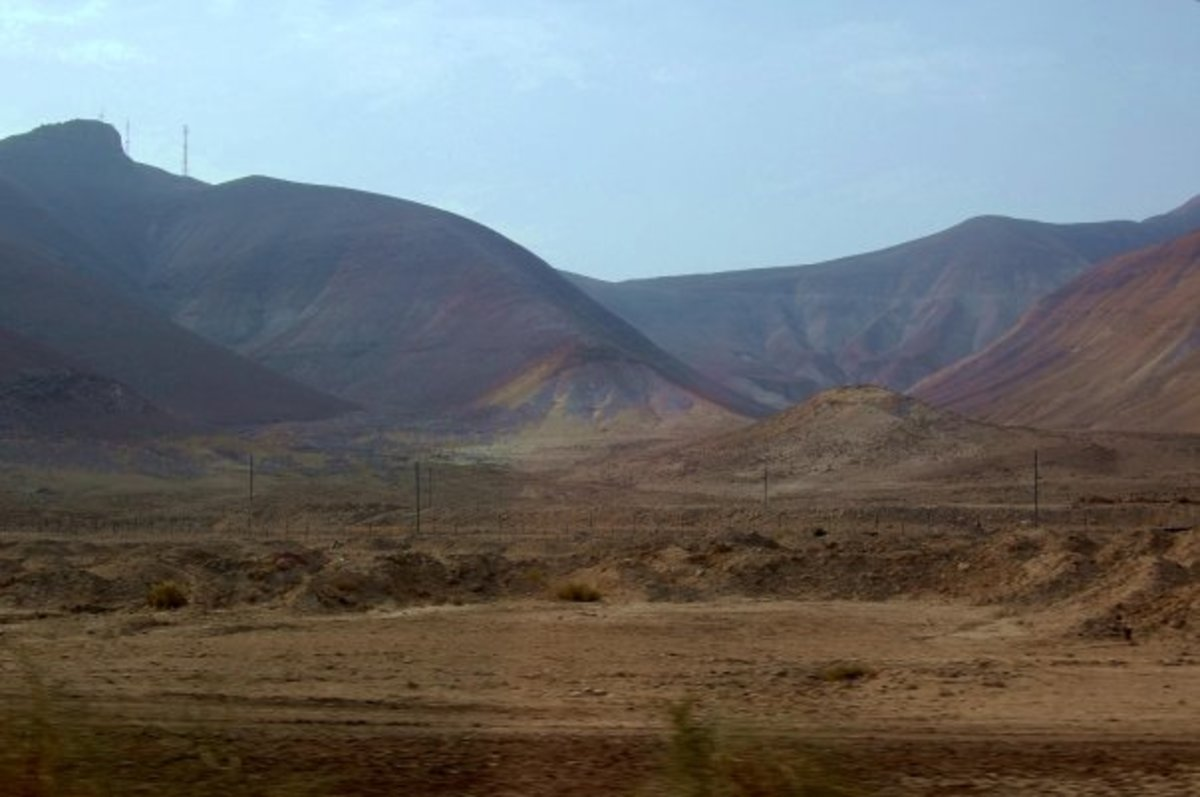JUDEAN DESERT BETWEEN JERICHO AND JERUSALEM