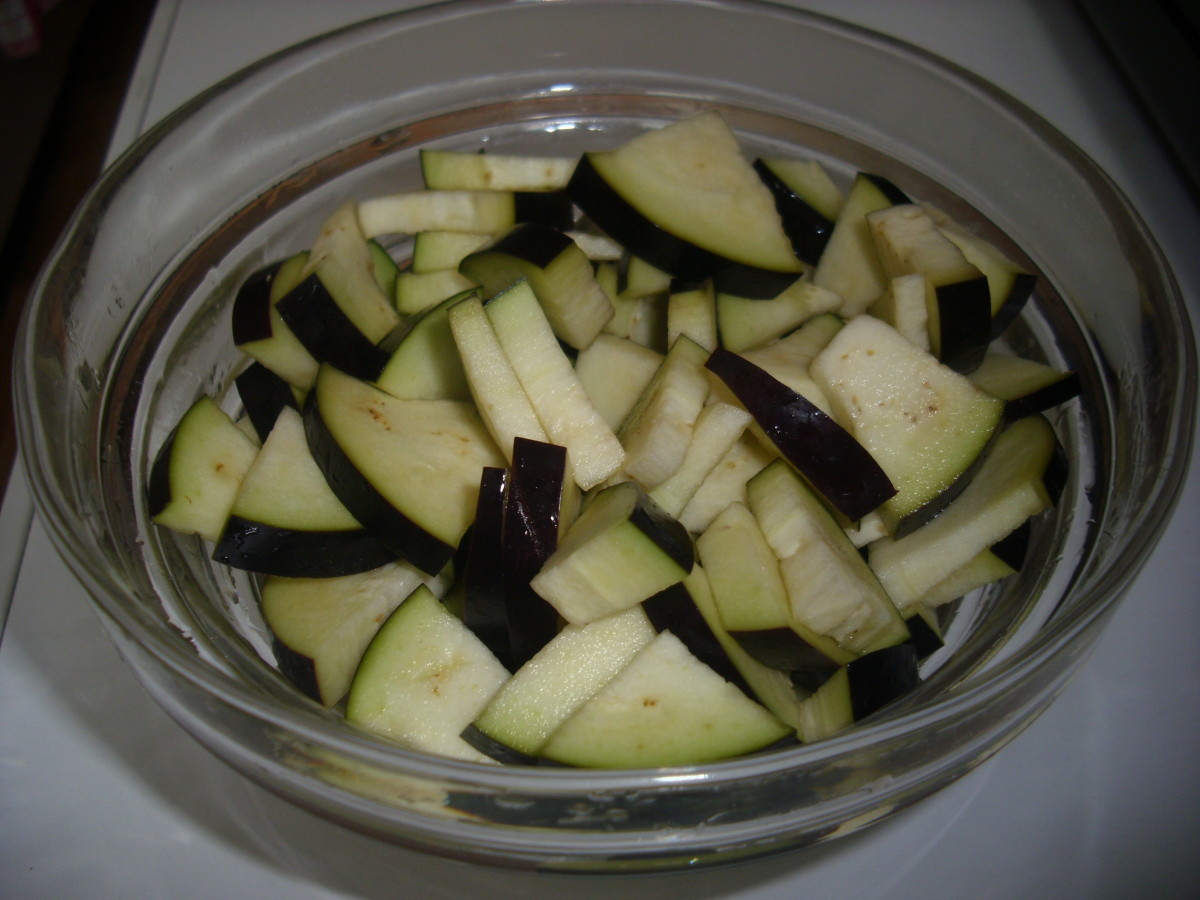 Cut Aubergine/Eggplant in saltwater.