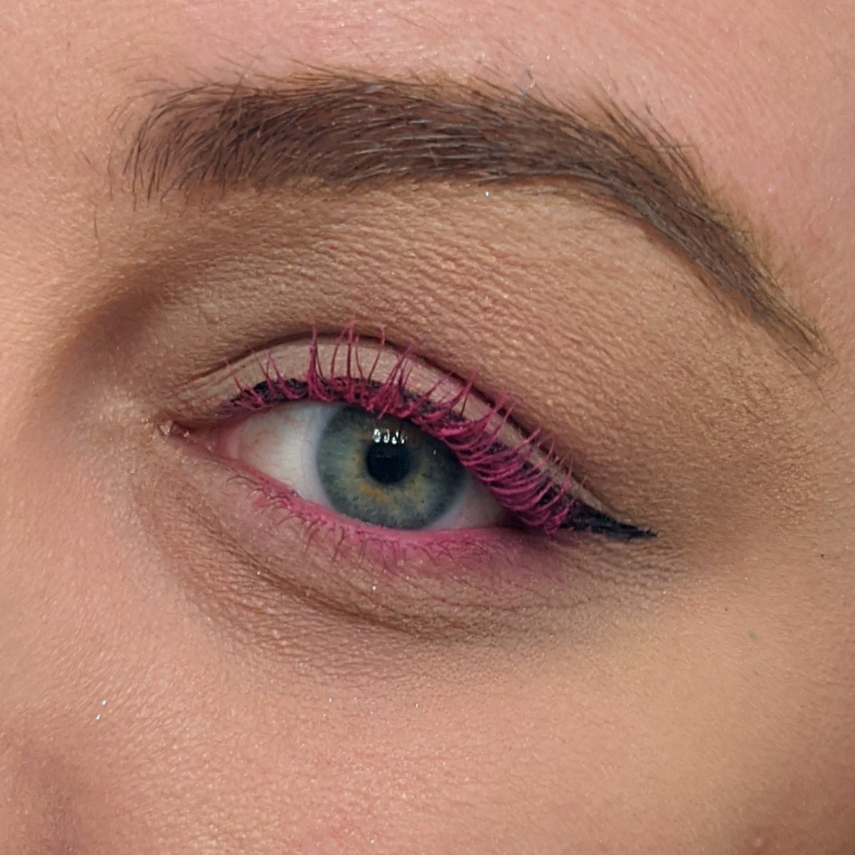 A bright neon pink mascara look I created using neon pink eyeshadow from Urban Decay's Wired Palette with Tarte Opening Act Lash Primer.