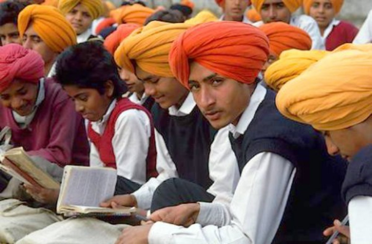 Image Courtesy http://www.buddhachannel.tv/portail/local/cache-vignettes/L500xH328/sikhs-2cfe8.jpg