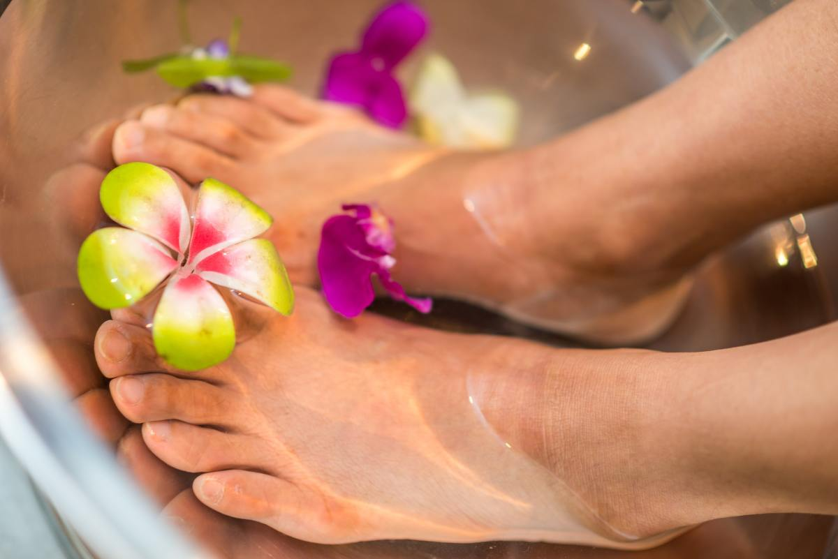 A foot soak relieves the feet from aches and pains
