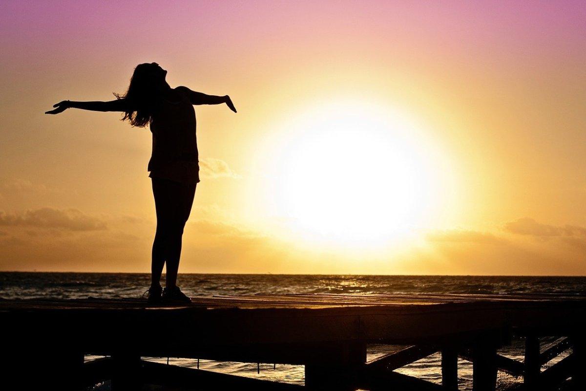 Sunrise: Image by Jill Wellington from Pixabay