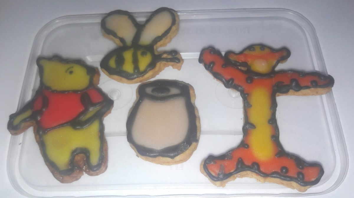 For the first time in my life Baked Butter cookies with Royal Icing in creamsoda flavour  :)