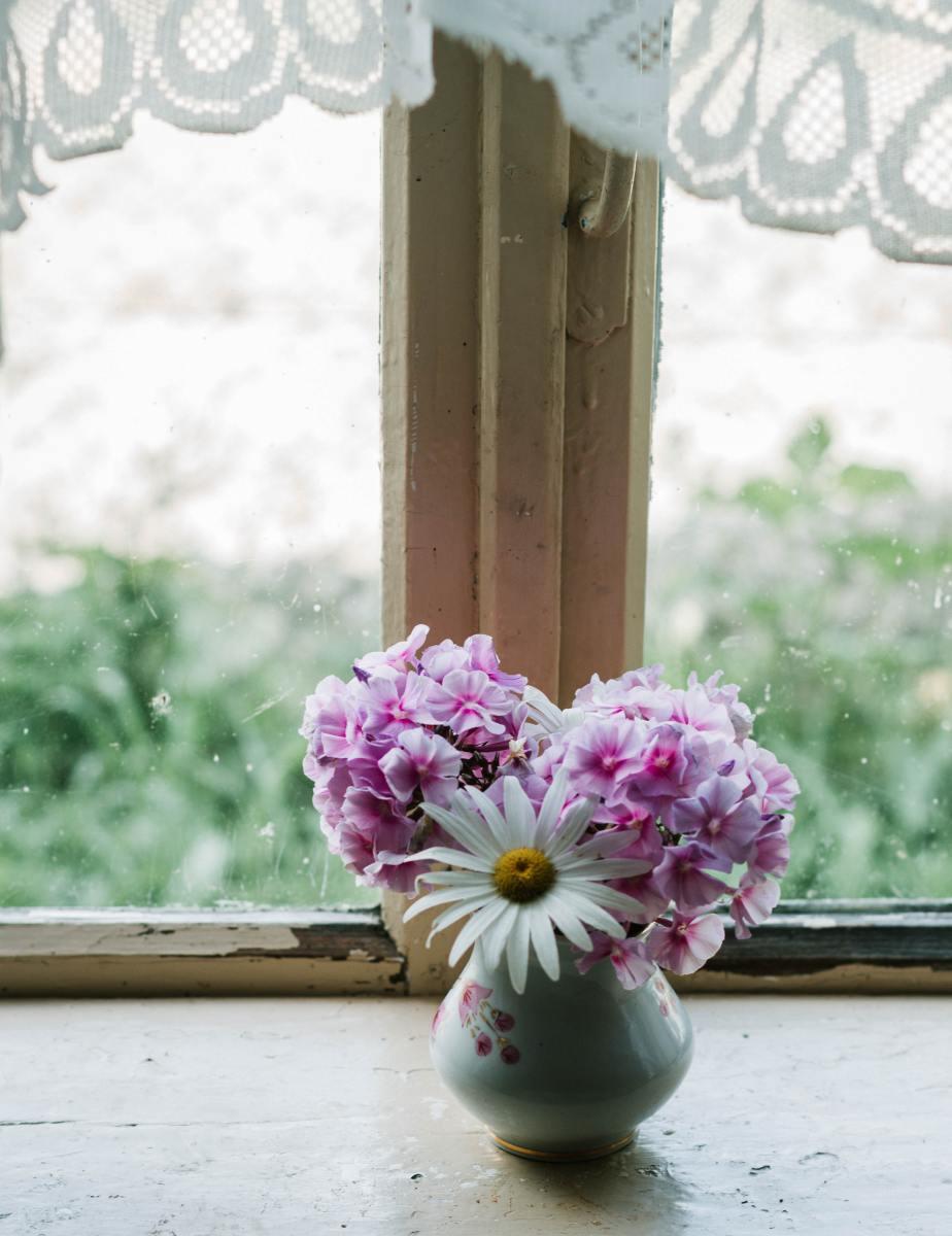 Flowers helped brighten hospice patients' rooms. Photo by Marta Dzedyshko from Pexels