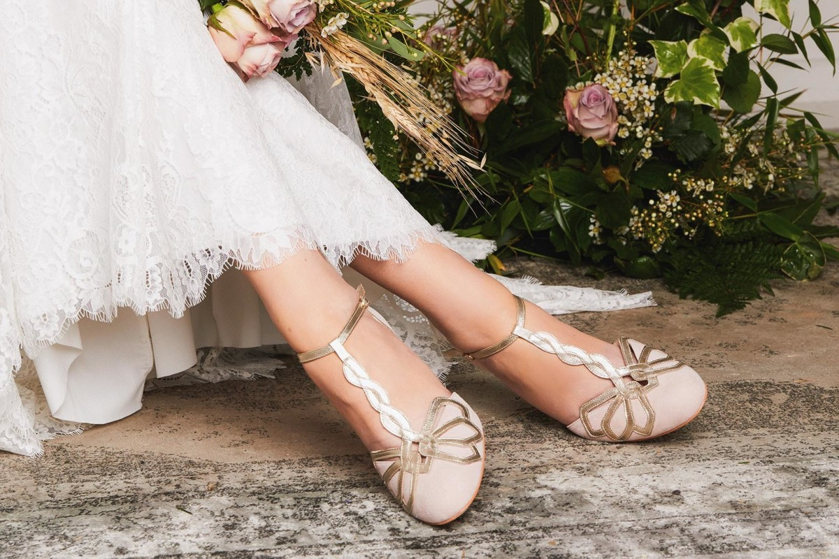 gorgeous-cinderella-shoes-glass-slippers-for-your-wedding