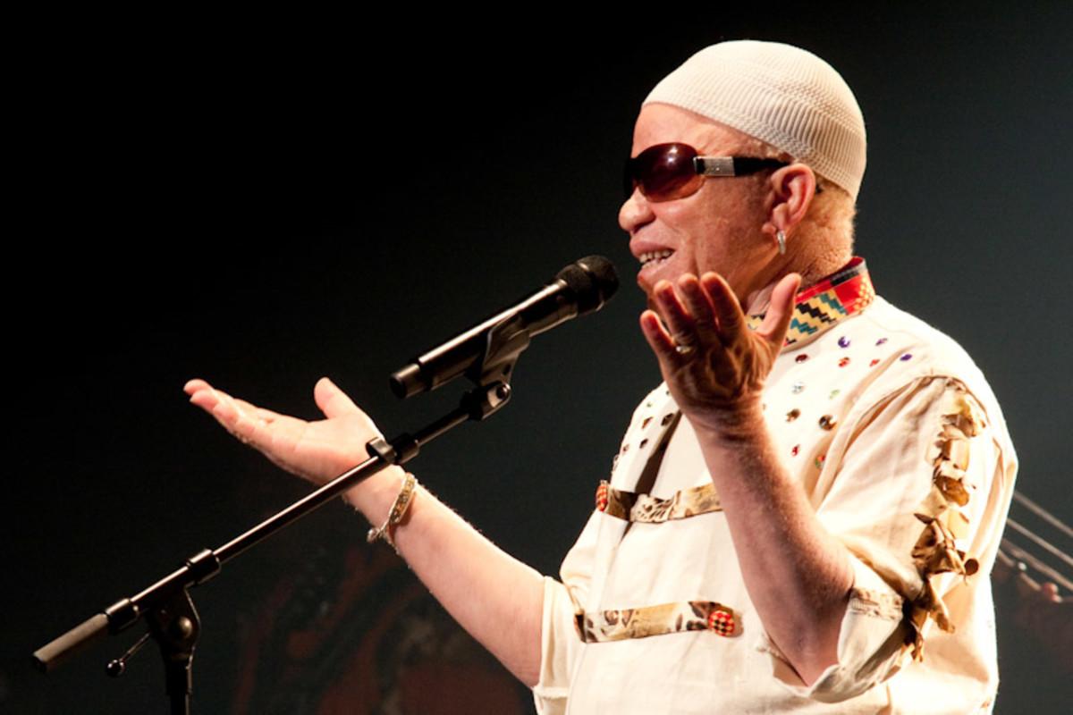 """Salif Keita's """"Tekere"""" - From Mali-Africa"""