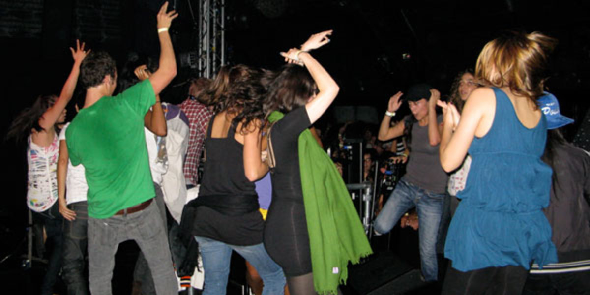 Live Show Dancers in a Loss van Van concert