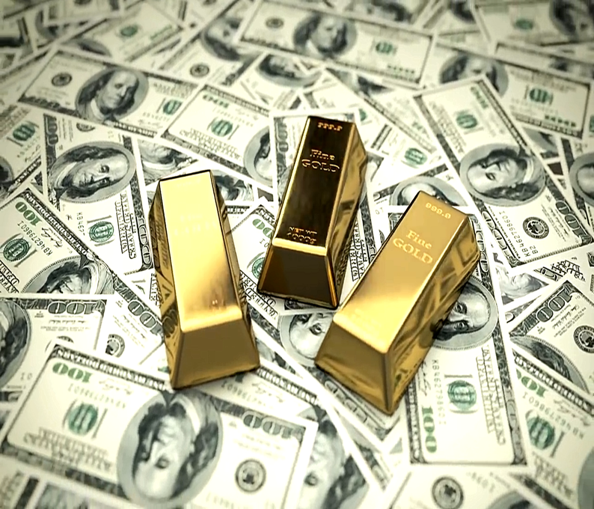 Gold bars and crisp dollar bills to explain the Pros and Cons of the Gold Standard.