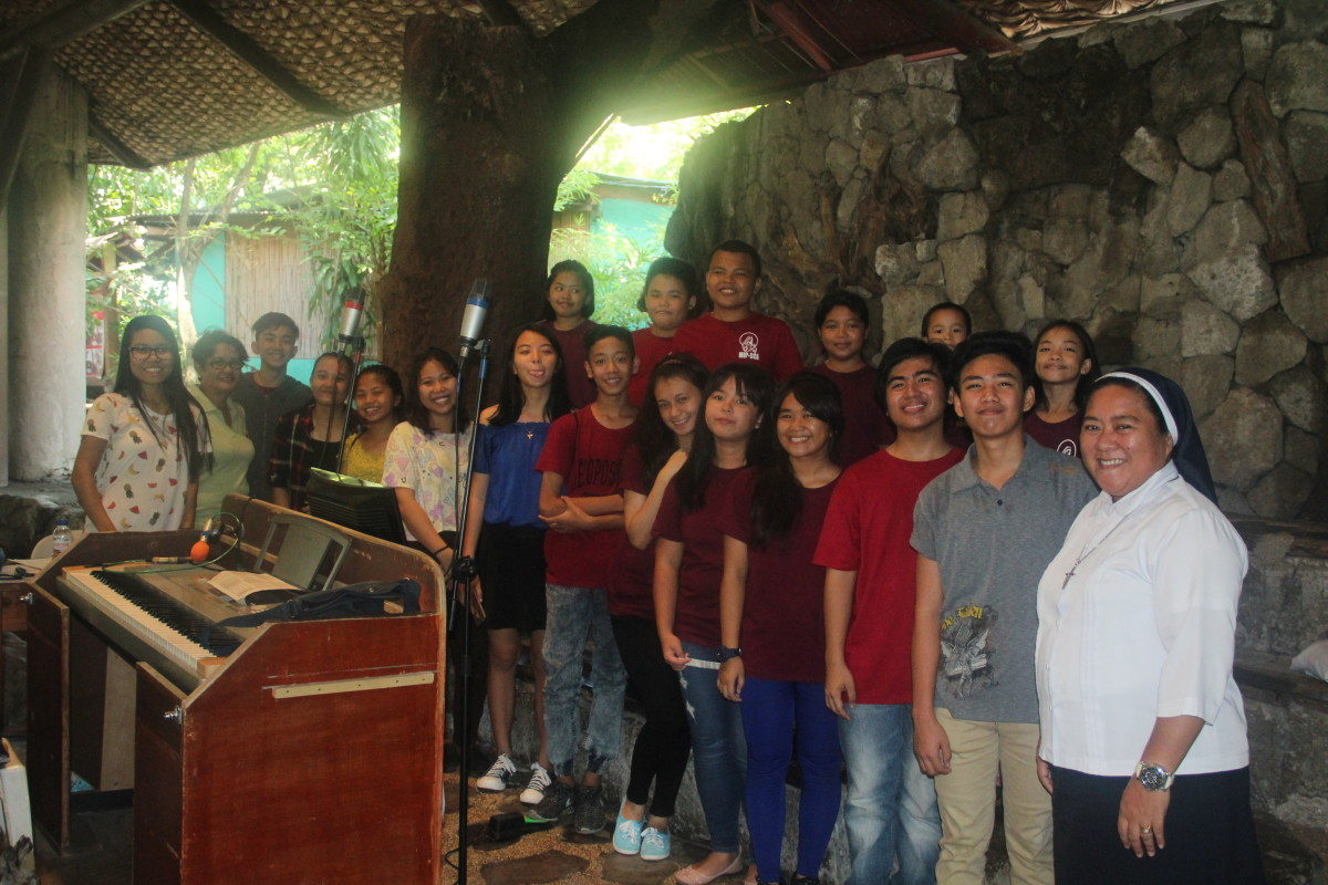 A choir after mass service in MIP (Photo by the author who is also in the photo)