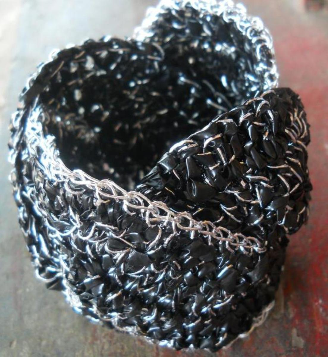 Materials: KYOTOTEX Silver Radiant Yarn plied with 1/4-in single-strand plarn from black garbage bag, and #7 steel hook (the one used for crochet thread)