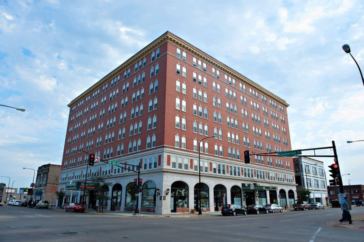 Historic Hotel Russell-Lamson in downtown Waterloo, Iowa where Clark Perry Baldwin was arrested for serial murder in 2020. Photo courtesy of Wiki.