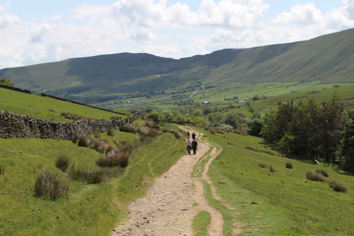 Heading back down the Pennine Way towards Barber Booth with Mam Tor in the distance
