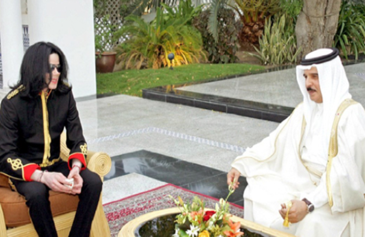 The King of Pop in a meeting with the King of Bahrain~