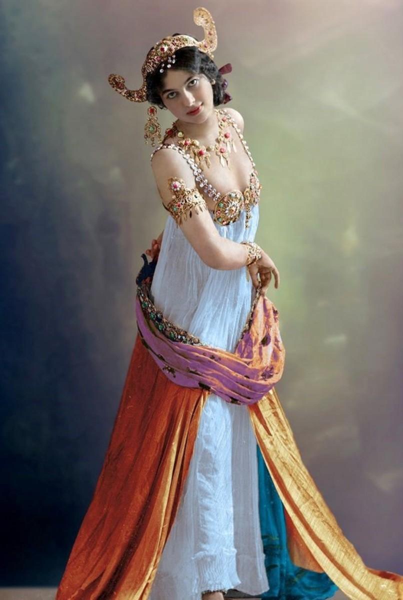 Mata Hari dancing