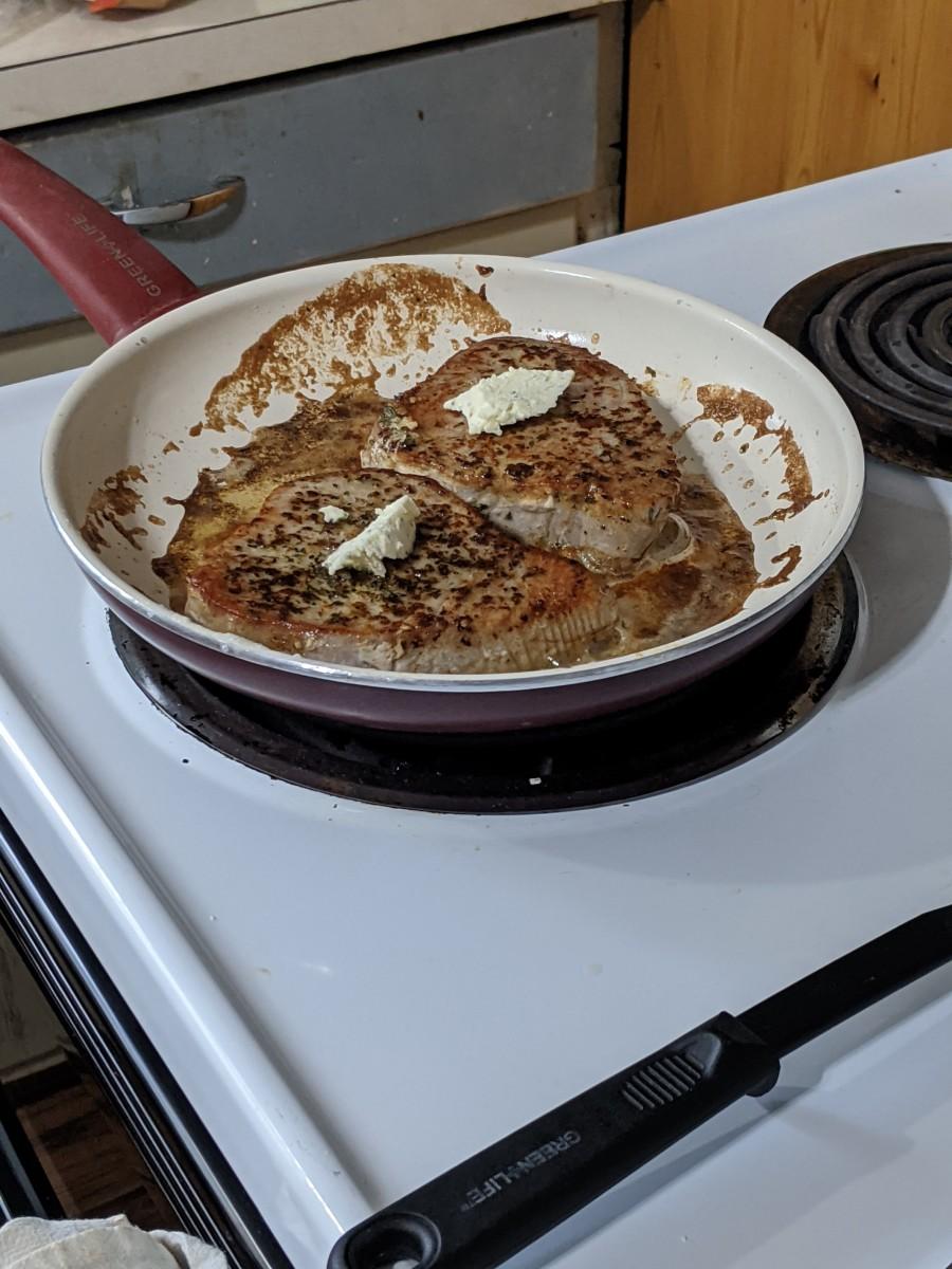 ahi-tuna-steak-panfried