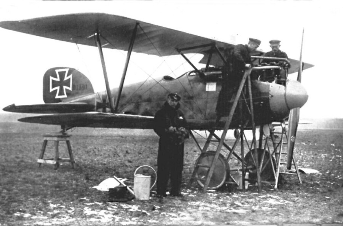 Ernst Udet in front of his Albatros D.III Germany's preeminent fighter of the First World War. Ernst Udet would become the Commander of the Luftwaffe at the start of the Second World War. He would later become a friend of Rickenbacker.
