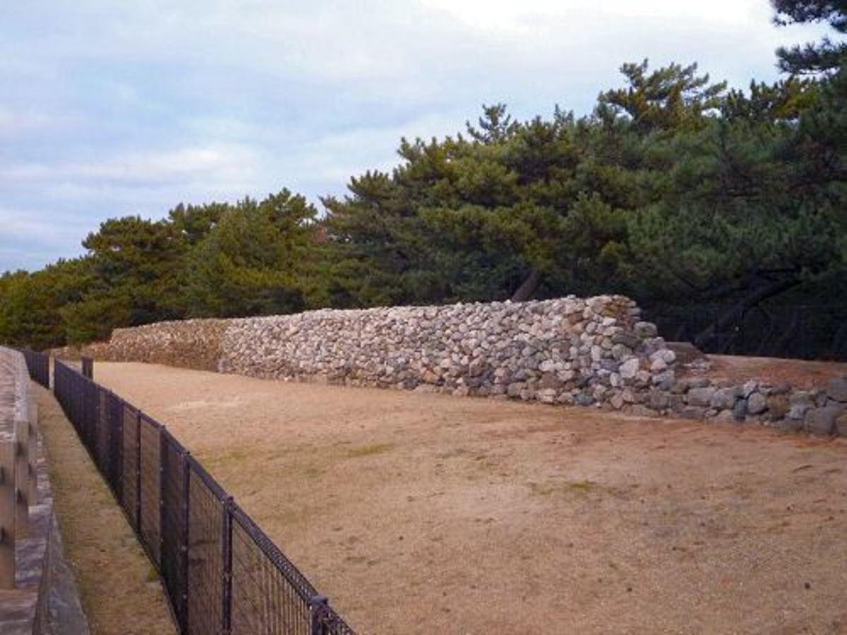 Genkō Bōrui defensive walls constructed along Hakata Bay.
