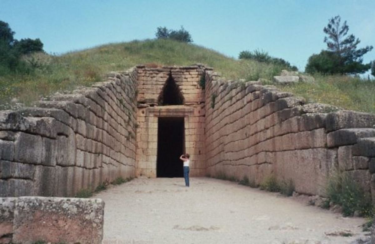 Treasury of Atrus with figure for scale