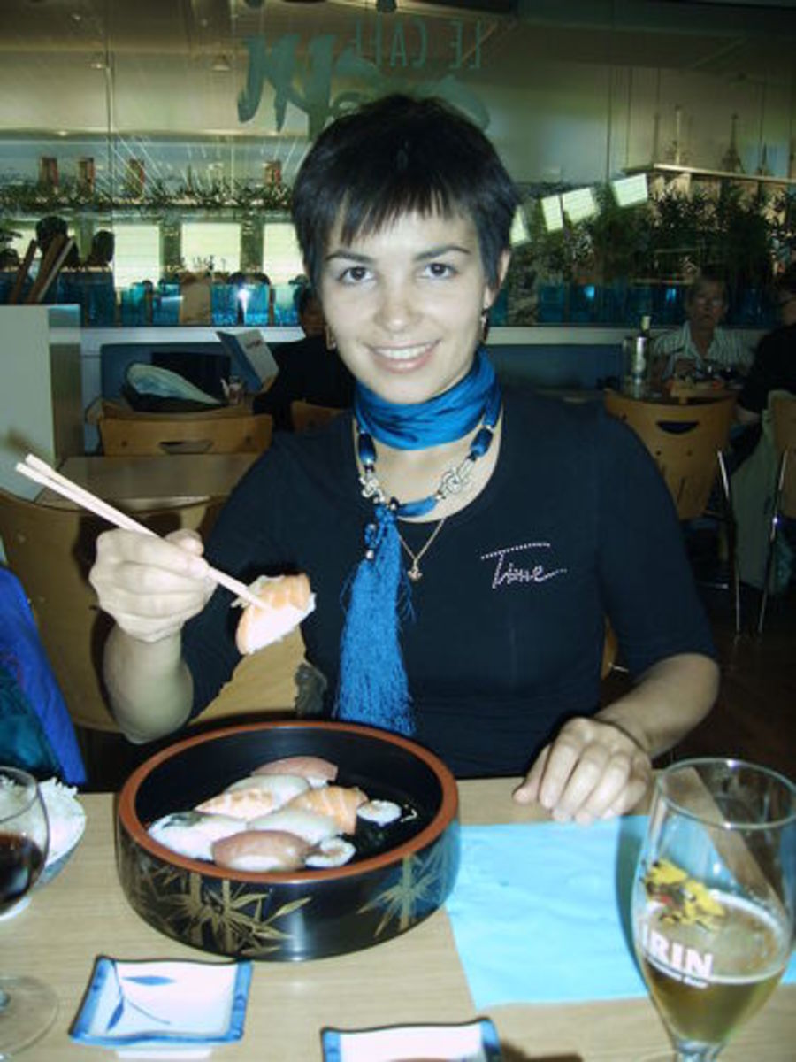 Eating sushi in the Galeries Lafayettes, Paris